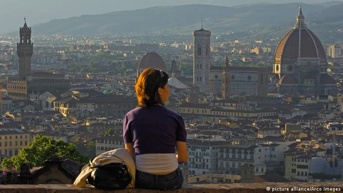 Tourist at Michelangelo square, Florence (picture alliance/Arco Images)