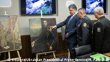 11.05.2016 *** Ukrainian President Petro Poroshenko (L) listens to explanations while looking at paintings, which were stolen by armed robbers from the Castelvecchio museum in Verona in Kiev, Ukraine, May 11, 2016. Mikhail Palinchak/Ukrainian Presidential Press Service/Mikhail Palinchak/Handout via Reuters ATTENTION EDITORS - THIS IMAGE WAS PROVIDED BY A THIRD PARTY. EDITORIAL USE ONLY. NO RESALES © Reuters/Ukrainian Presidential Press Service/M. Palinchak