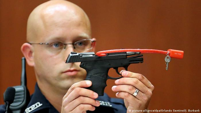 USA Sanford police officer Timothy Smith holding up the gun