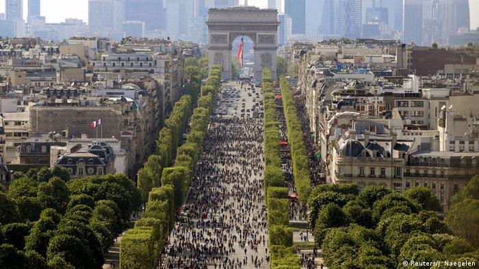 Car-free day at Champs-Élysées in Paris