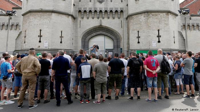 Belgien Gefängniswärter Streik Protest vor dem Gefängnis Saint-Gilles in Brüssel (Reuters/F. Lenoir)