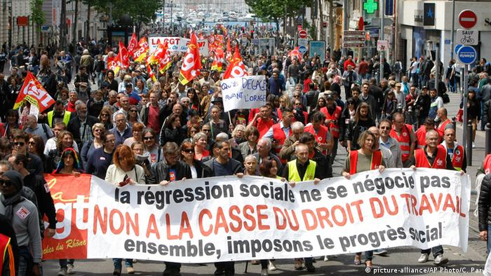 Frankreich Marseille Proteste Arbeitsmarktgesetz (picture-alliance/AP Photo/C. Paris)