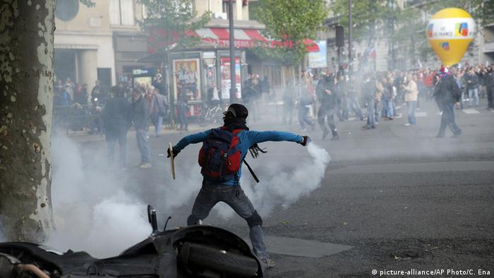 Frankreich Marseille Proteste Arbeitsmarktgesetz (picture-alliance/AP Photo/C. Ena)