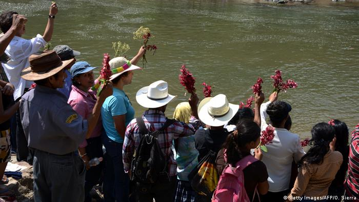 Supporters line the Gualcarque River