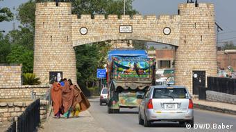 Pakistan Afghanistan Grenze Torkhum Peshawar (DW/D.Baber)