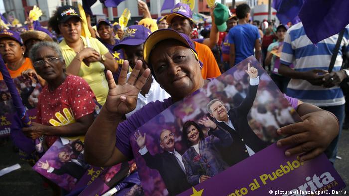 Dominikanische Republik Demonstration - Präsidentschaftskandidat Danilo Medina
