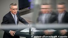 Deutschland Bundesinnenminister Thomas de Maiziere im Bundestag in Berlin