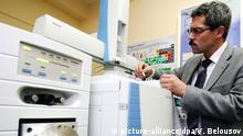 ARCHIV - Grigory Rodchenkov, Director of the Federal State Unitary Enterprise «Anti-Doping Central», is pictured in the chromatography/ mass spectrometry laboratory, 30.01.2006. Photo ITAR-TASS/Vitaly Belousov) (zu dpa «Doping-Skandal: Leiter des Moskauer Labors tritt zurück» vom 11.11.2015) +++(c) dpa - Bildfunk+++ | Copyright: picture-alliance/dpa/V. Belousov