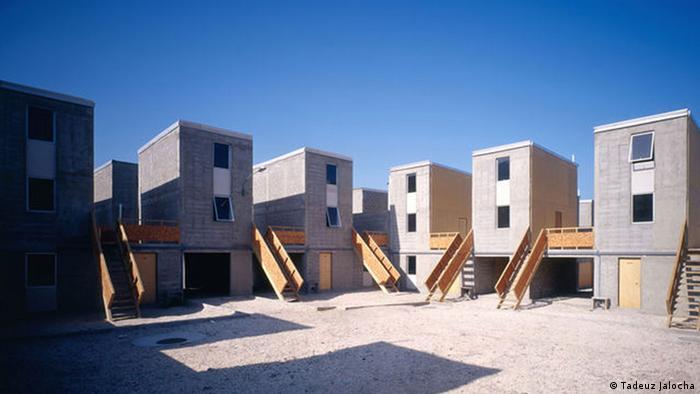 Gebäude des Konzepts Die-Hälfte-eines-guten-Hauses in Iquique, Chile (Tadeuz Jalocha)
