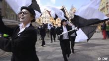 Kultur.21 Spezial: Kulturhauptstädte San Sebastián und Wroclaw Jazzparade auf dem Marktplatz Rynek in Wrocław. 2016 Weiße Gesichter Copyright: DW