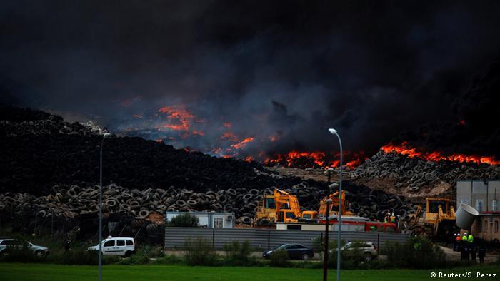 Spanien Brand in Reifenlager in Sesena