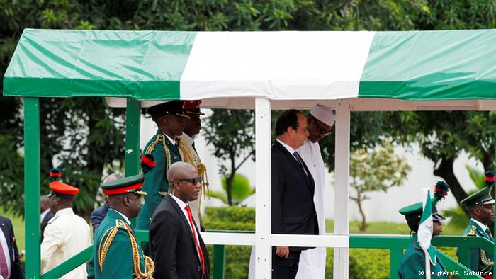 French President Francois Hollande is joined on the podium by Nigerian President Muhammadu Buhari during his visit at the presidential villa in Abuja, Nigeria May 14, 2016. REUTERS/Afolabi Sotunde
