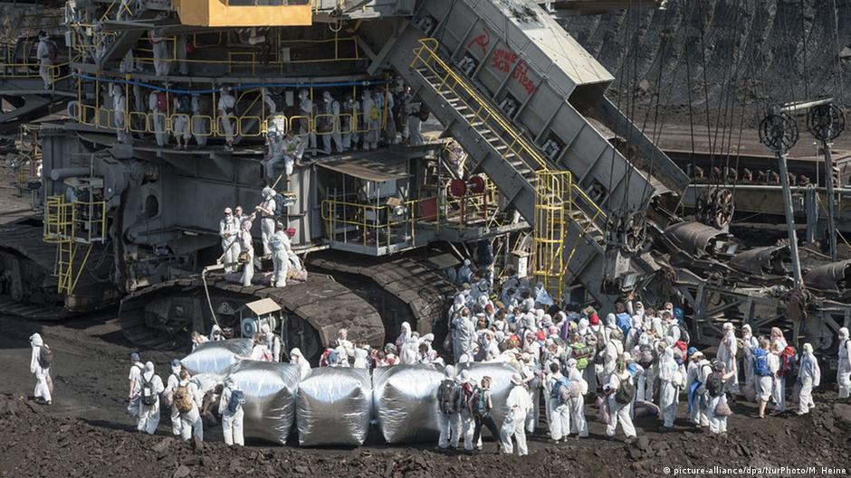 Protesters take over German coal mine, block power plant | News | DW.COM | 14.05.2016