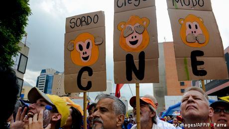Venezuela Caracas Venezulaner demonstrieren gegen Präsident Maduro (Getty Images/AFP/F. Parra)