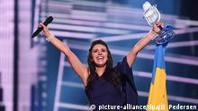 14.05.2016 +++ Jamala representing Ukraine with 1944 wins the Grand Final of the 61st annual Eurovision Song Contest (ESC) in Stockholm, Sweden, 14 May 2016. Photo: Britta Pedersen/dpa +++(c) dpa - Bildfunk+++ | Verwendung weltweit Copyright: picture-alliance/dpa/B. Pedersen