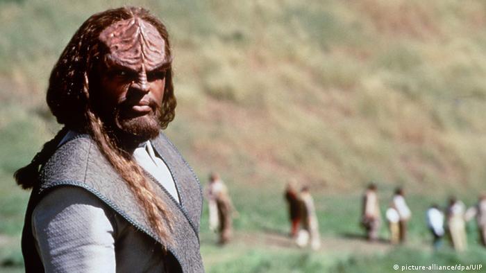 Filmszene aus Star Trek - Der Aufstand, Klingone Worf (Foto: dpa)