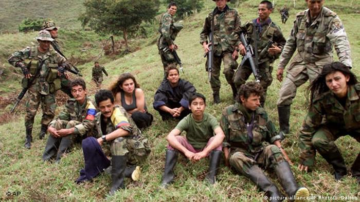 Kolumbien Kindersoldaten FARC Armee (picture-alliance/AP Photo/S. Dalton)