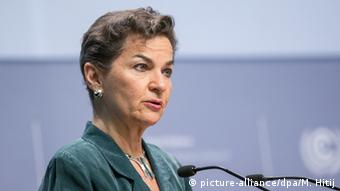 UNFCCC head Christiana Figueres giving an address at the Bonn Climate Conference (Photo: picture-alliance/dpa/M. Hitij)