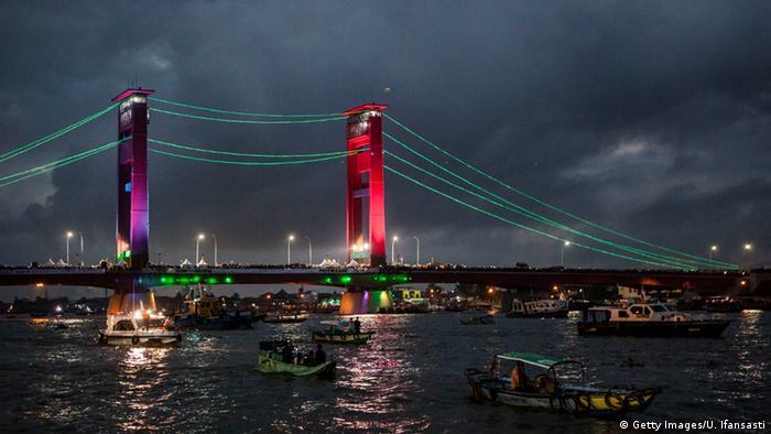Indonesien Sumatra Palembang Ampera Brücke
