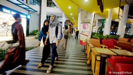 Indonesien Bandung Strassenszene Einkaufen