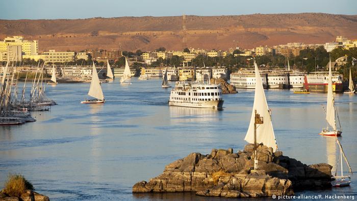 مشهد من مدينة أسوان في رحلة عبر النيل