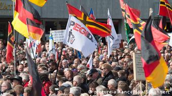 Deutschland Dresden Herz statt Hetze gegen Festung Europa
