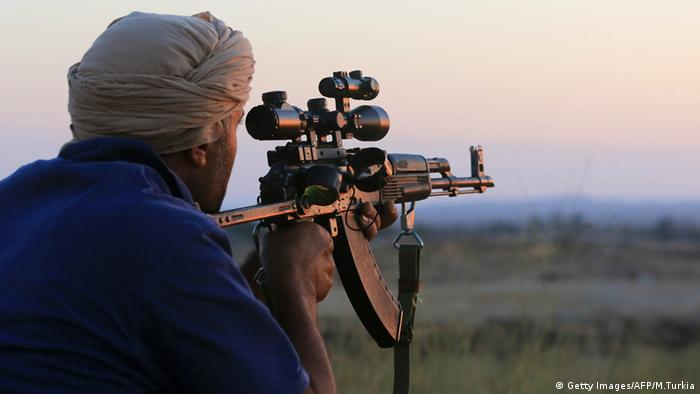 A fighter of Libya's Fajr Libya (Libyan Dawn) militia watches as he keeps a position his group took from a rival militia in the southern part of the town of Wershfana © Getty Images/AFP/M.Turkia