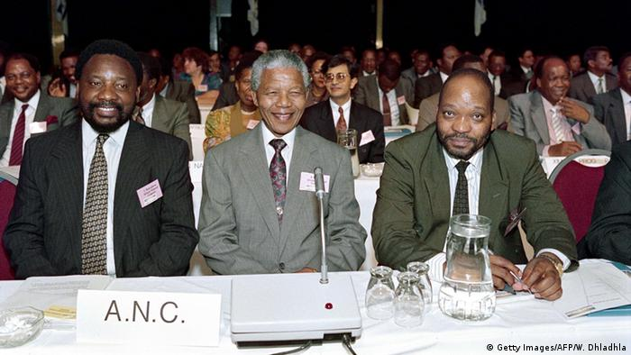 Cyril Ramaphosa and Jacob Zuma with Nelson Mandela (Getty Images/AFP/W. Dhladhla)