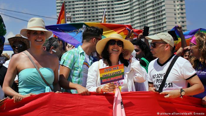 Kuba Demonstration gegen Homophobie Mariela Castro (picture-alliance/dpa/A. Ernesto)
