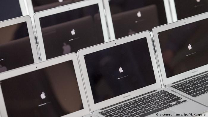 Apple MacBook Air in einer Reihe (Foto: