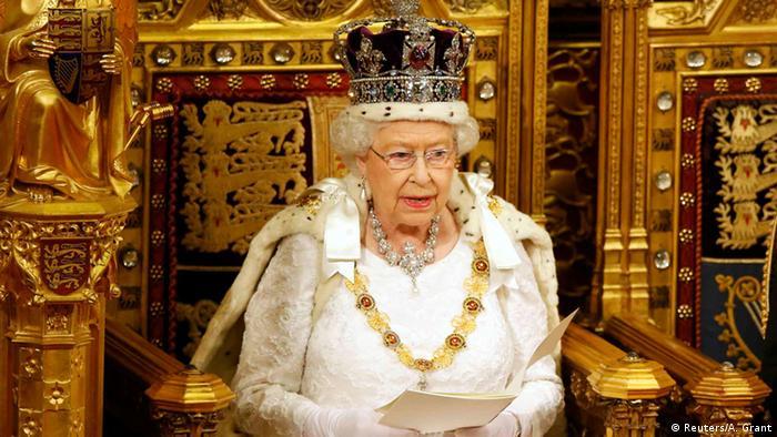 A rainha Elizabeth 2ª abre o ano do Parlamento britânico com o tradicional discurso do trono em 18 de maio de 2016.
