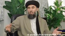 FILE - Gulbuddin Hekmatyar, a former Afghan warlord in exile in Iran, speaks during an interview with the AFP in Tehran 17 October 2001. (zu dpa Afghanistan unterzeichnet Friedensvertrag mit brutalem Kriegsherrn vom 18.05.2016) +++(c) picture-alliance/dpa/AFP/A. Kenare