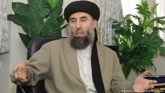 Gulbuddin Hekmatyar, a former Afghan warlord in exile in Iran, speaks during an interview with the AFP in Tehran 17 October 2001 (Photo: +++(c) picture-alliance/dpa/AFP/A. Kenare)