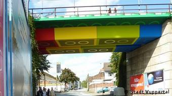 Deutschland Wuppertal Lego-Brücke an der Schwesterstraße