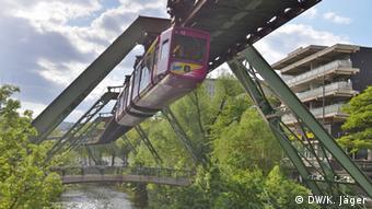 Deutschland Wuppertal Schwebebahn