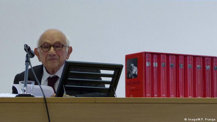 Der berühmte Historiker bei einem Vortrag in Berlin. (c) Imago/W.P. Prange