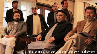 Afghanistan Gespräche High Peace Council & Gulbuddin Hekmatyar (picture-alliance/Anadolu Agency/H. Sabawoon)
