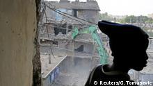 Kenia Nairobi Tearing down condemned homes