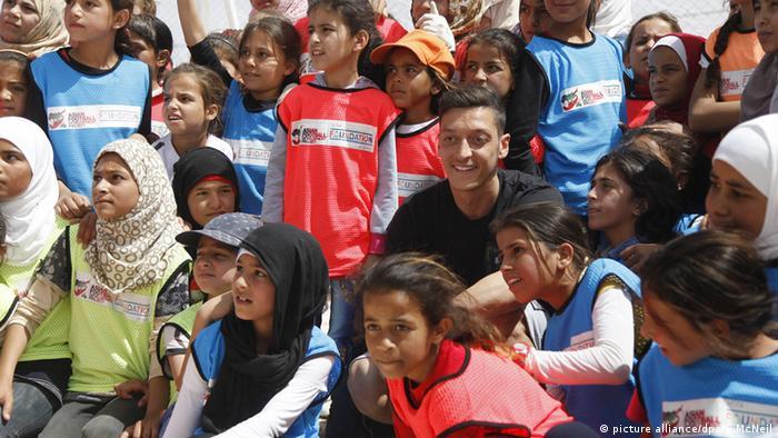 Mesut Özil Zaatari (picture alliance/dpa/S.McNeil)