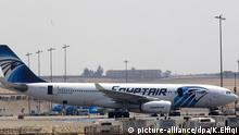 epa05315807 (FILE) A file picture dated 29 March 2016 shows aircrafts from Egypt's state-owned carrier, EgyptAir, sitting on a runway at Cairo Airport, Cairo, Egypt. According to media reports quoting Egyptair on 19 May 2016, EgyptAir Airbus A320 Flight MS804 disappeared off radar some 10 miles (16km) after entering Egypt's airspace. The plane, said to be carrying 69 people on board, 59 passengers and 10 crew members, took off from France's Charles de Gaulle airport on 18 May night and was expected to land in Cairo on 19 May early morning. According to the airline's twitter account, they contacted the concerned authorities and bodies for inspections through rescue teams. EPA/KHALED ELFIQI   © picture-alliance/dpa/K.Elfiqi