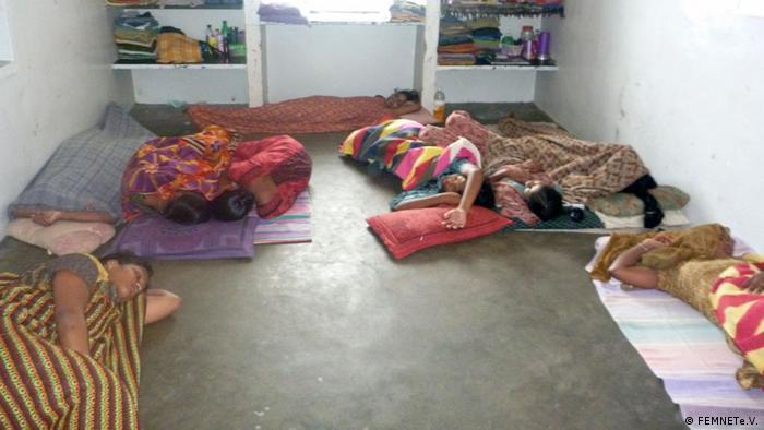 Indien Schlafsaal von Arbeiterinnen einer Spinnerei