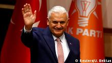 19.05.2016+++ Turkey's likely next prime minister and incoming leader of the ruling AK Party Binali Yildirim greets party members during a meeting in Ankara, Turkey, March 19, 2016. +++ (C) Reuters/U. Bektas