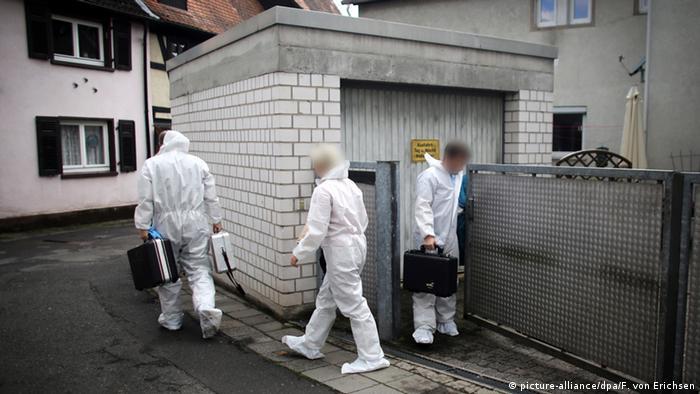 Deutschland Fässer mit Leichenteilen in Garage entdeckt in Schwalbach