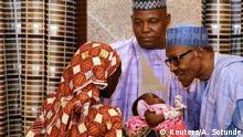 Nigeria Präsident Buhari empfängt befreites Schulmädchen Amina Ali