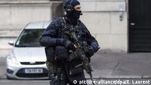 Frankreich Paris Justizpalast Militäraufgebot bei Befragung von Terrorverdächtigem Salah Abdeslam
