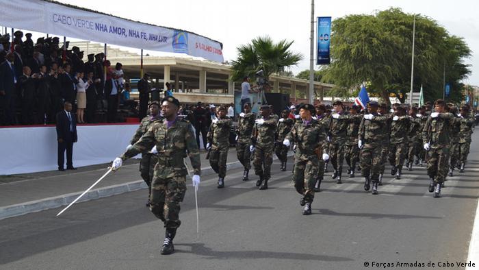 Kap Verde Praia Militärparade