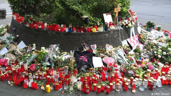 Countless candles and flowers at Niklas' memorial. (Photo: DW/ C. Bleiker)