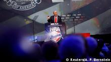 20.05.2016 *** U.S. Republican presidential candidate Donald Trump attends the National Rifle Association's NRA-ILA Leadership Forum during their annual meeting in Louisville, Kentucky, U.S., May 20, 2016. REUTERS/Aaron P. Bernstein © Reuters/A. P. Bernstein