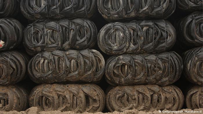 Stapel alter Autoreifen auf einer britischen Deponie (Getty Images/P. Macdiarmid)