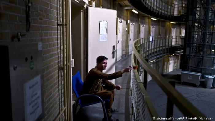 Niederlande Asyl hinter Gittern (picture alliance/AP Photo/M. Muheisen)